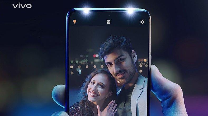 Çift Selfie Spot Işığına Sahip Telefon: vivo V21 Türkiye'de