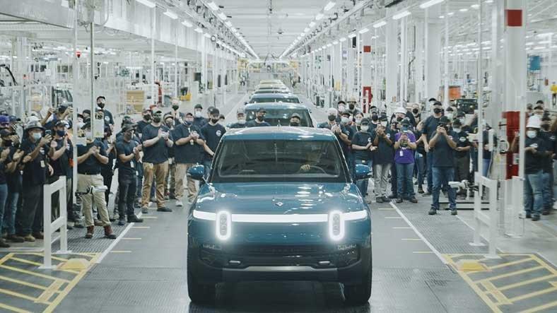 Rivian, İlk Elektrikli Otomobilini Fabrikadan Çıkardı