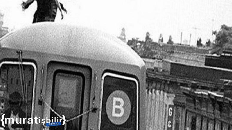 Trenin Tepesinde Seyahat Eden Adam, Tren Altında Kaldı